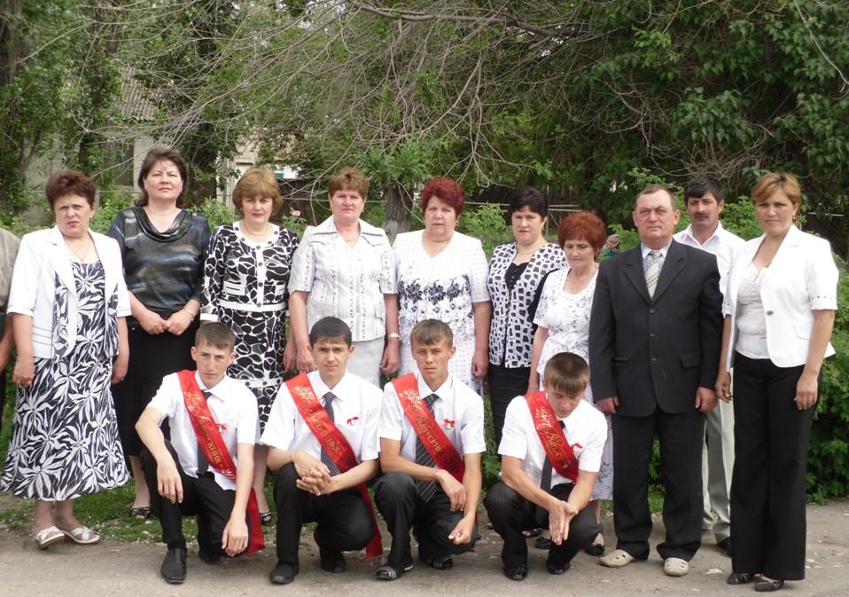 Выпускники 2011 года и их учителя