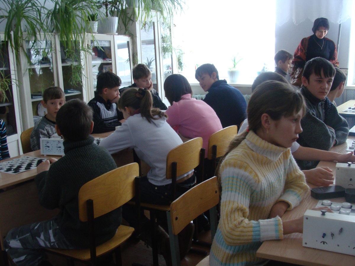 Соревнования по шашкам с участием учащихся Лятошинской СОШ